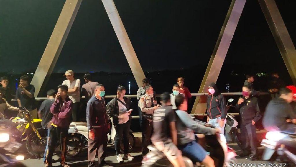 Malam-malam Pria Lompat di Jembatan Barombong, Warga Padati Lokasi
