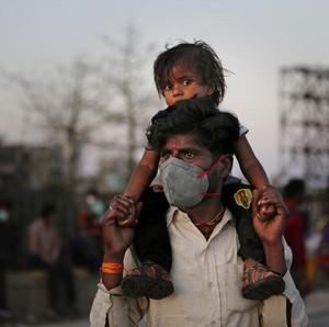 Kisah Pilu Pria Meninggal, Mudik Jalan Kaki 200 Km karena India Lockdown