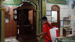 Kader PDIP Surabaya Gotong Royong Bantu Warga Lawan Corona