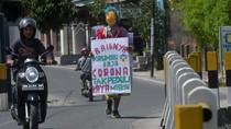 Aksi Badut Keliling Palu Ajak Warga Cegah Corona