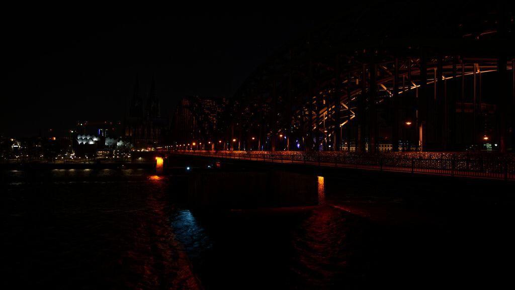Potret Berbagai Negara Gelap Gulita Saat Earth Hour 2020