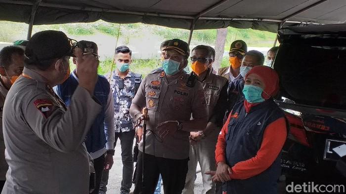 Gubernur Jawa Timur Khofifah Indar Parawansa mengimbau warga Jatim tidak mudik Lebaran. Ia meminta warga tetap tinggal di Jakarta selama virus corona masih mewabah.