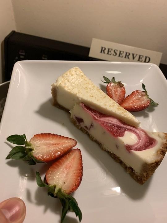 So Sweet! Pria Ini Bikin 'Restoran' di Rumah untuk Hibur Istri yang Dikarantina