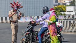 Tegur Warga Saat Lockdown, Polisi India Kenakan Helm Coronavirus