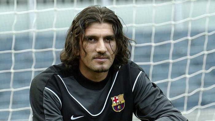 Turkish international goalkeeper Rustu Recber poses during his official presentation as a Barcelona player after signing a four year contract with the Barcelona club, Barcelona, 01July 2003.     AFP PHOTO/LLUIS GENE (Photo by Lluis GENE and - / AFP)