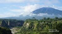 Indahnya Bukittinggi bisa diwakilkn oleh Ngarai Sianok. Ngarai ini memiliki panjang sekitar 15 Km, kedalaman 100 meter dan lebr 200 meter. Pemandangan di sini indah! (Aswir Astaman/dTraveler)