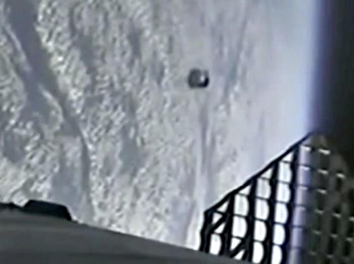 penampakan UFO dekat roket SpaceX