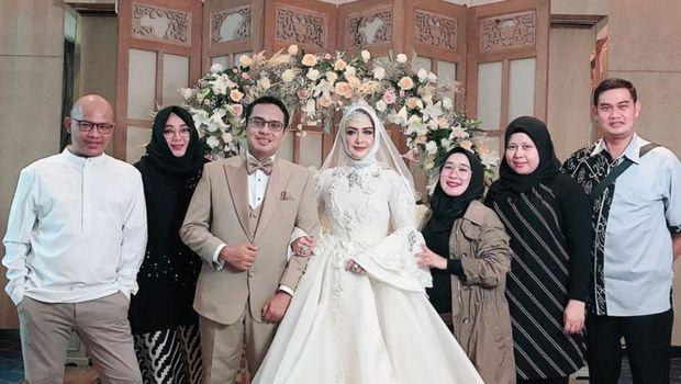 Eddies Adelia menikah lagi (Instagram Rina Gunawan)