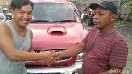 Batal Barter, Pemuda di Sulsel Jual Mobil untuk Bagikan Masker ke RS-Warga