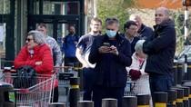 Efek Panic Buying, Banyak Makanan yang Dibuang ke Tempat Sampah