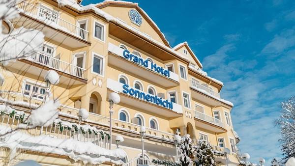 Tak tanggung-tanggung, Raja Rama X telah mengambil alih Grand Hotel Sonnenbichl untuk dirinya beserta 20 selir dan pelayannya. Tak mengapa, ia diberikan izin khusus oleh Pemerintah Jerman untuk menyewa hotel ini (Leuchtende Hotelfotografie/Grand Hotel Sonnenbichl)