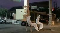 Isolasi Mandiri, Kampung di Purworejo Ini Dijaga Pocong!