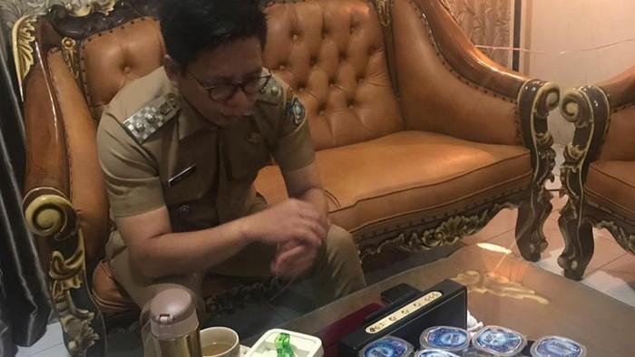 Wakil Bupati Bulukumba, Tomy Satria Yulianto, mengaku berstatus Orang Dalam Pemantauan (ODP) virus corona (Covid-19).