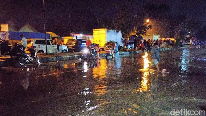 Banjir, Jalan Raya Rancaekek-Garut macet total