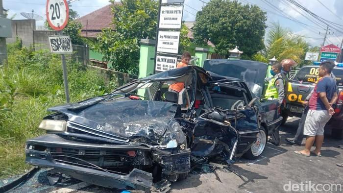 Kecelakaan mobil pengangkut ciu di Boyolali, Senin (30/3/2020).