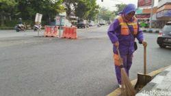 Pandemi Corona, Pasukan Ungu Ciamis Tetap Siaga Bersihkan Jalan