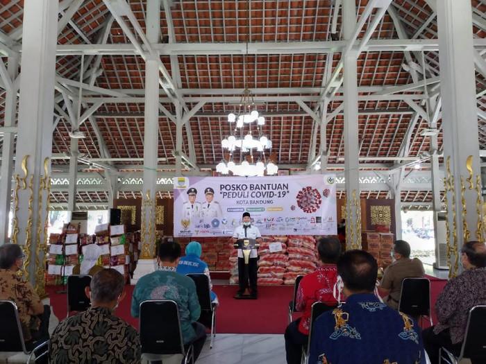 Pemkot Bandung bagikan 23 ribu paket untuk warga miskin terdampak Corona