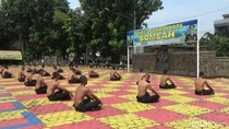 Tangkal Corona, Ratusan Polisi di Purawakarta Dijemur-Disuntik Vitamin