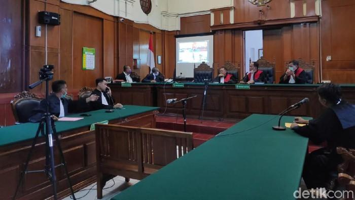 PN Surabaya Gelar Sidang Teleconference