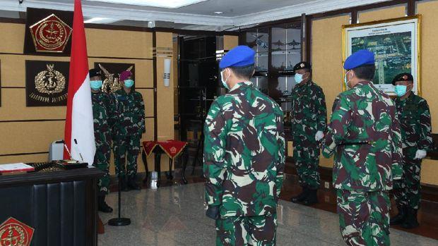 Lengkap Bermasker dan Sarung Tangan, Panglima TNI Pimpin Sertijab Danpuspom