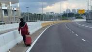 Malaysia Lockdown, Wanita Ini Jalan Kaki ke Singapura Demi Rawat Anak Sakit