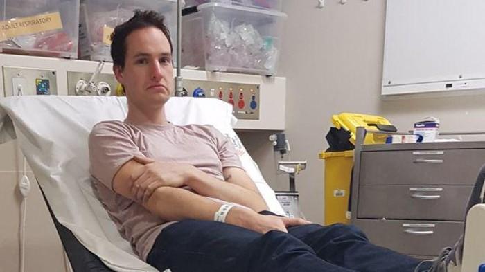 Ilmuwan asal Australia dirawat karena hidungnya kemasukan magnet.