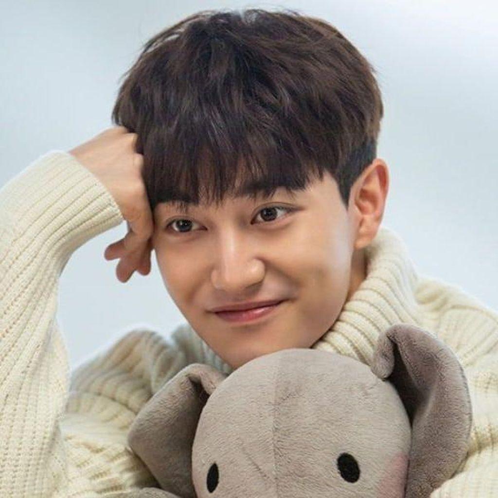 Kwak Dong Yeon Tak Perpanjang Kontrak dengan FNC Entertainment