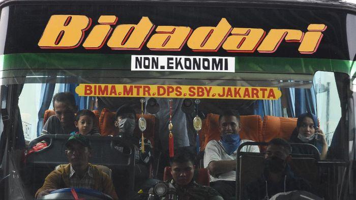 Presiden Joko Widodo menghimbau masyarakat Indonesia untuk tidak diperkenankan mudik demi mencegah penularan virus corona (COVID-19).