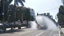 Pandemi Corona, Water Cannon Guyur Disinfektan di Jalanan Bandung