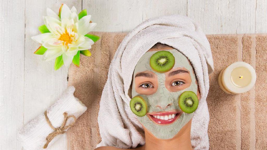 Tips Bikin Masker Kecantikan Sendiri di Rumah dari Pakar Estetika Gigi Hadid