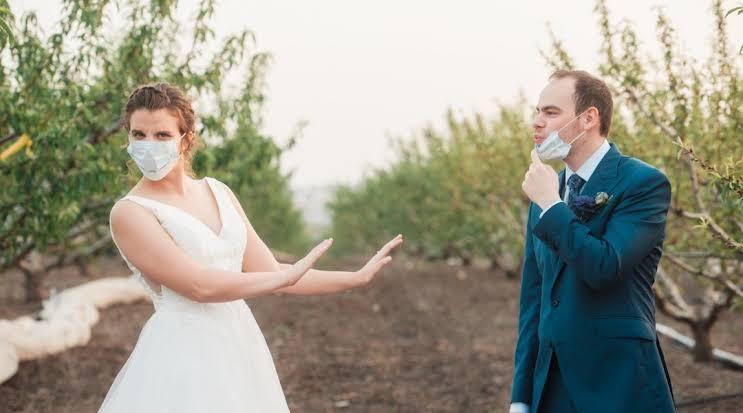 Gagal Nikah Karena Corona, Pasangan Ini Bertukar Cincin Bawang Bombai