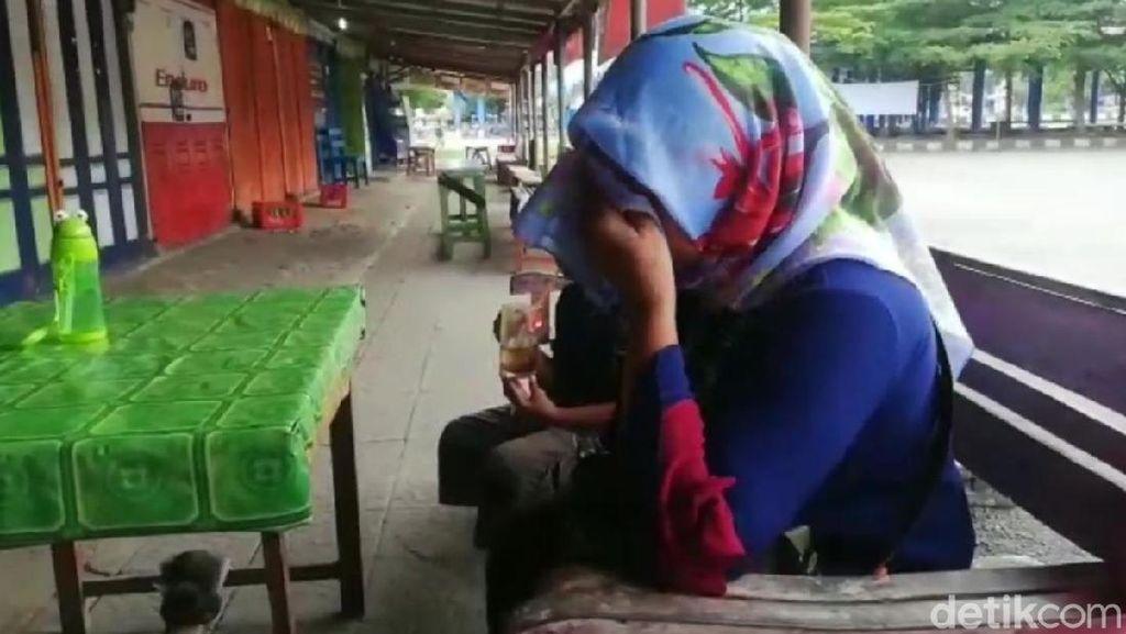 Dampak Isolasi Wilayah, Warga Jakarta Ini Menangis di Terminal Banjar