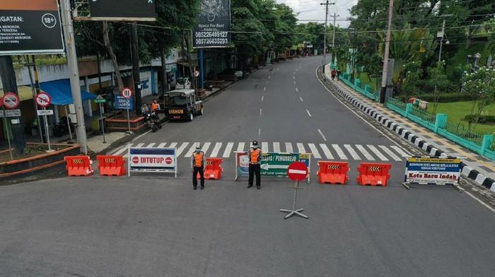 Penutupan jalan menuju Kota Magelang di Pertigaan Kebonpolo, Selasa (31/3/2020).