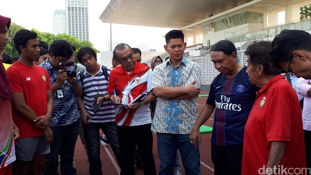 Menpora Zainudin Amali (berbaju jersey PSG) dan Bob Hasan (baju merah)