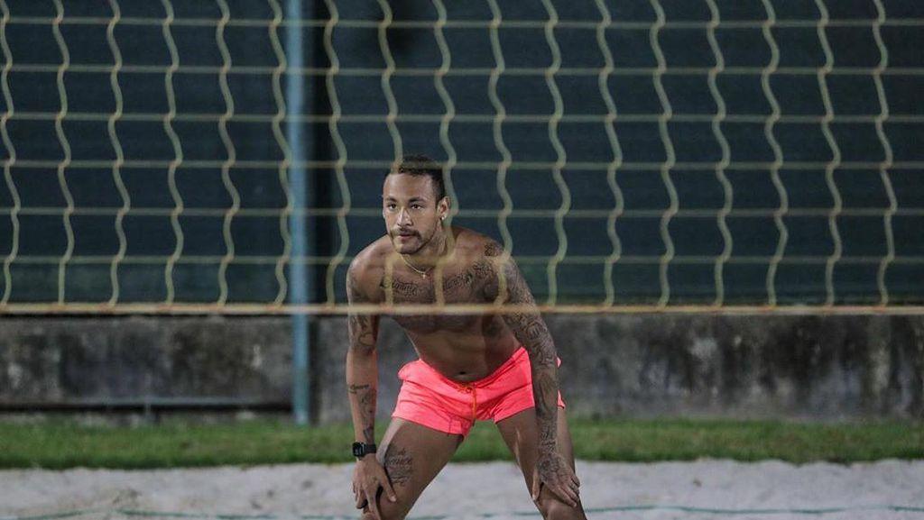Cara Neymar Tetap Asyik di Rumah: Main Voli, Joget-joget