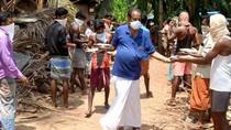 Mulia! Pensiunan Ini Beri Makan 131 Buruh Terlantar Selama India Lockdown