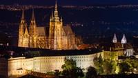 Kastil Praha, yang terdaftar di UNESCO. Didirikan pada abad ke-9, kastil yang luas adalah kantor resmi Presiden Republik Ceko (Foto: CNN)