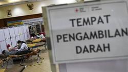 Seiring dengan meluasnya wabah virus corona, stok darah di PMI Jakarta menurun. Stok darah menurun hingga 90 persen.