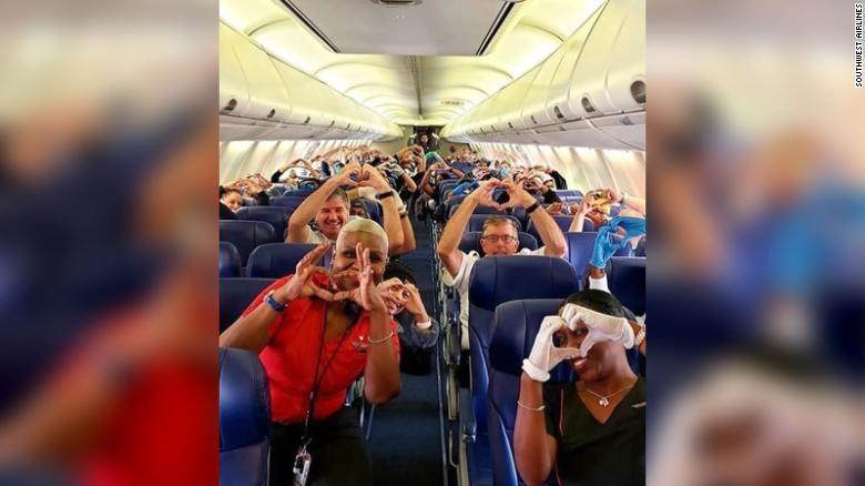 Petugas Medis di Southwest Airlines