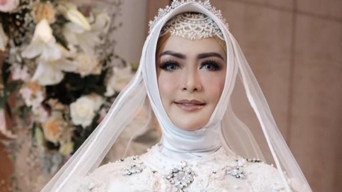 eddies adelia menikah