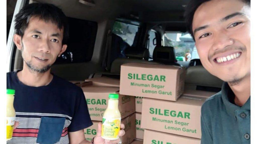 Kontribusi Petani Milenial Sediakan Minuman Vit C bagi Paramedis Garut