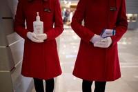 Mal-mal pun mulai buka. Para stafnya pun mempersiapakan alat pengukur suhu tubuh dan juga hand sanitizer. (Aly Song/Reuters)