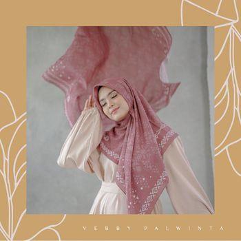 Vebby Palwinta Bisnis Modest Fashion, Rilis Hijab Motif