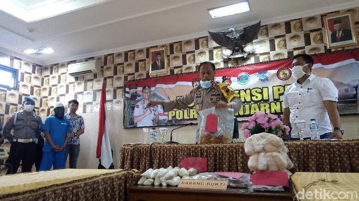 Polres Banjarnegara ungkap praktik pengoplosan gula, Rabu (1/4/2020).