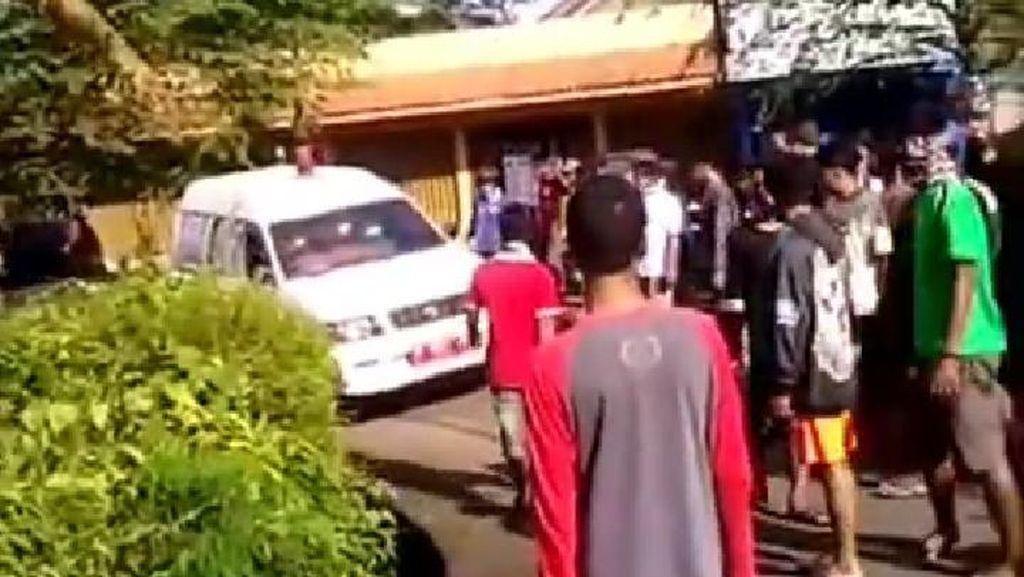 Viral Warga Hadang Ambulans Tolak Pemakaman Pasien Corona di Banyumas
