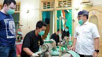 Gandeng UMKM, Banyuwangi Produksi Ribuan APD untuk Tenaga Medis