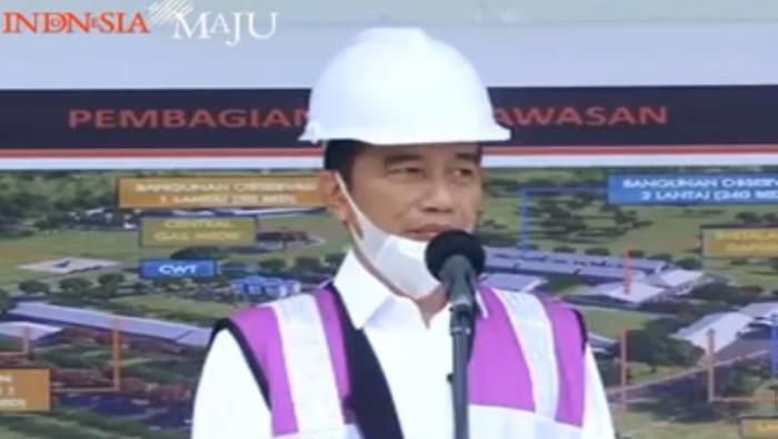 Presiden Joko Widodo (Jokowi) menjelaskan pengertian lockdown yang ramai dibicarakan demi mencegah penyebaran Corona. Namun Jokowi tak ingin di Indonesia ada lockdown.
