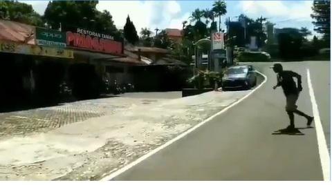 Viral Tukang Parkir 'Halu' di Depan Restoran yang Tak Ada Pengunjung