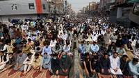 Tak Cuma Indonesia, Pakistan Juga Batasi Kegiatan Salat Jumat