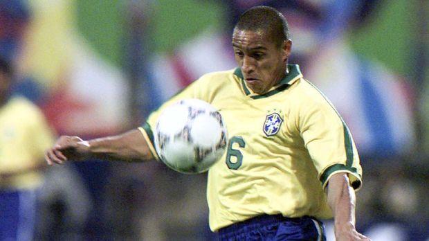 Gol Roberto Carlos di Tournoi de France 1997 membuat namanya dikenal dunia.